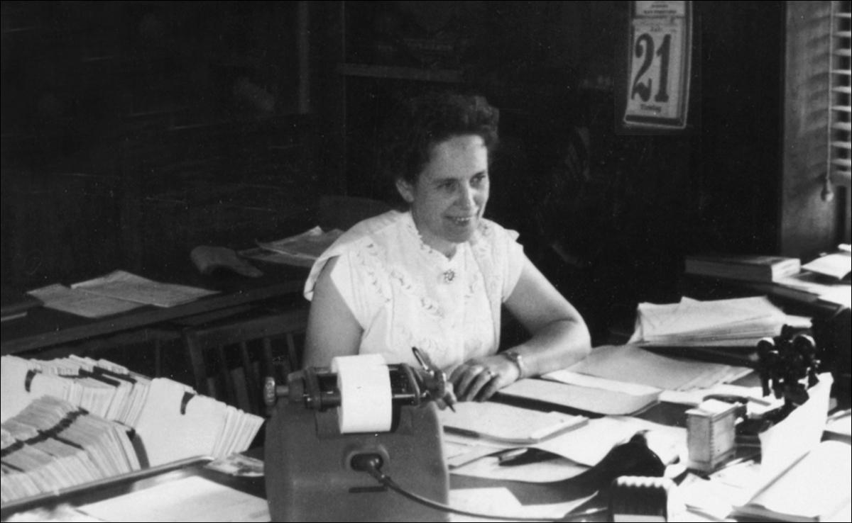 Maren Bagge levede hele sit liv i og med Hesselager Is. Som åndsfrisk langt op i 90'erne fortalte hun levende om sin spændende tilværelse.